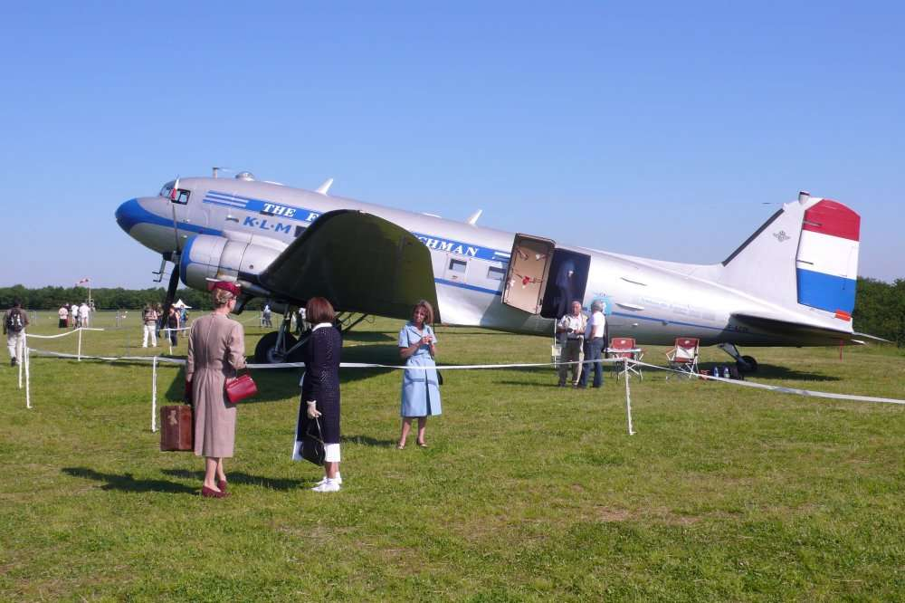 Le premier DC-3, de la Douglas Aircraft Company, s'est envolé pour la première fois en 1935. En 2012, on peut encore en voir voler, à l'instar du F-BBBE de l'association France DC3. On peut donc supposer que des mécaniciens qui ne sont pas encore nés auront un jour besoin des documents techniques des Airbus d'aujourd'hui. © Jean-Luc Goudet/Futura-Sciences