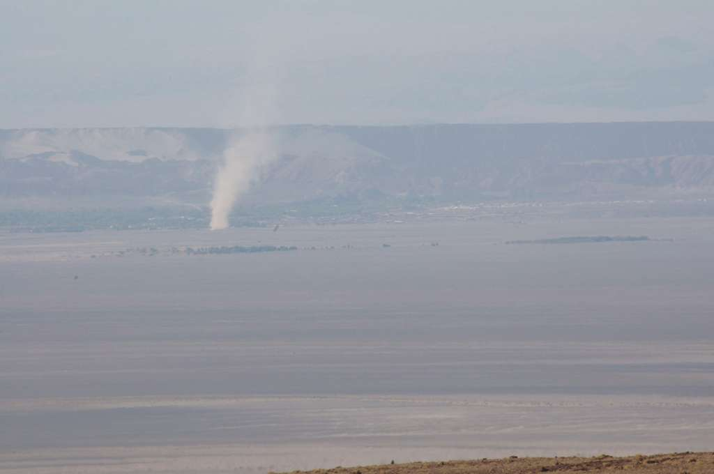 Un dust devil, tourbillon de poussière dans le désert d'Atacama