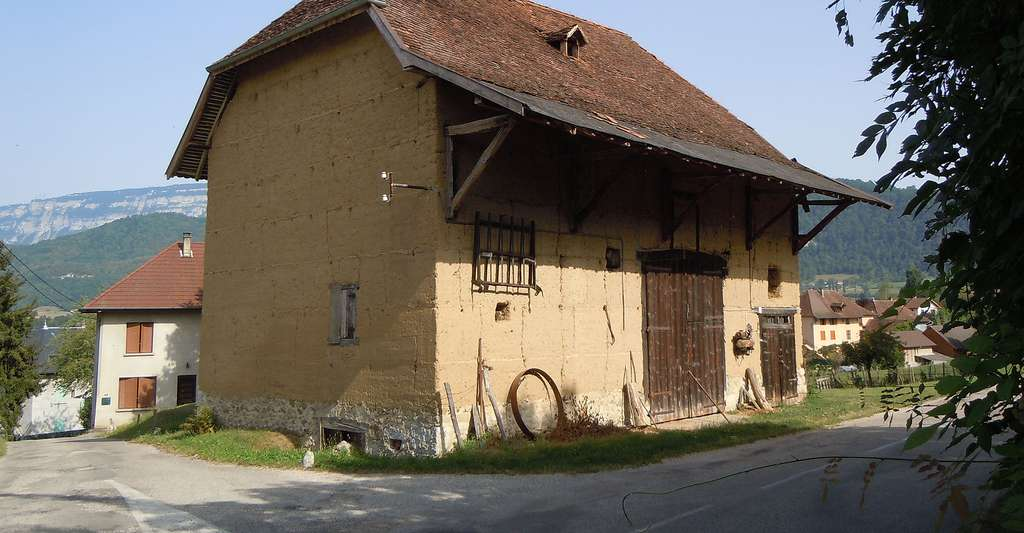 Saint Albin de Vaulserre - Grange en pisé - Isère. © Patrice78500, Wikimedia commons, CC by-sa 3.0