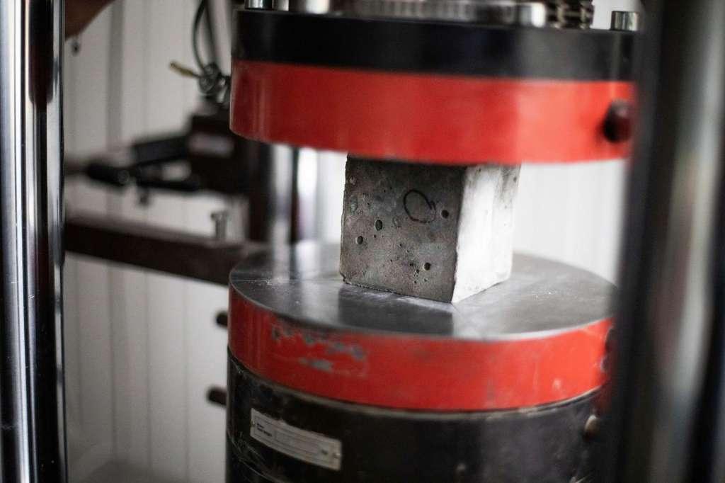 Le béton à base de silico-aluminates présente une résistance aussi élevée que le béton à base de ciment Portland. © KTU