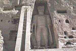 Statue de Bouddha à l'intérieur d'une niche - Le projet de sauvegarde du site de Bamiyan a permis des consolidations d'urgence mais il a aussi abouti à des découvertes, attendues depuis longtemps, sur l'âge des biens du site. © Unesco