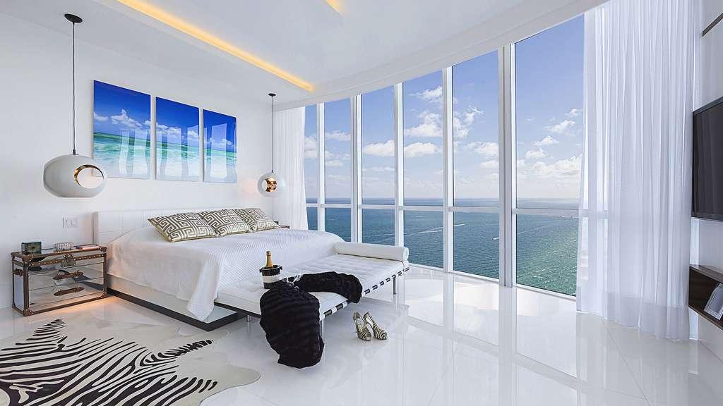Une chambre avec vue sur la mer