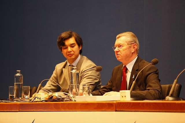 La délégation française (Sujiro Seam et Henri de Raincourt) lors de la conférence ministérielle au Forum mondial de l'eau, à Marseille. © 6th World Water Forum/Christophe Taamourte