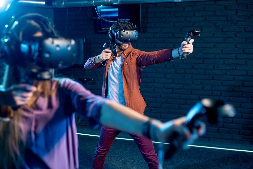La réalité virtuelle n'a pas vocation à nous isoler du reste du monde mais bien à créer pour un moment donné un monde artificiel permettant de vivre une situation inédite. © rh2010, Adobe Stock