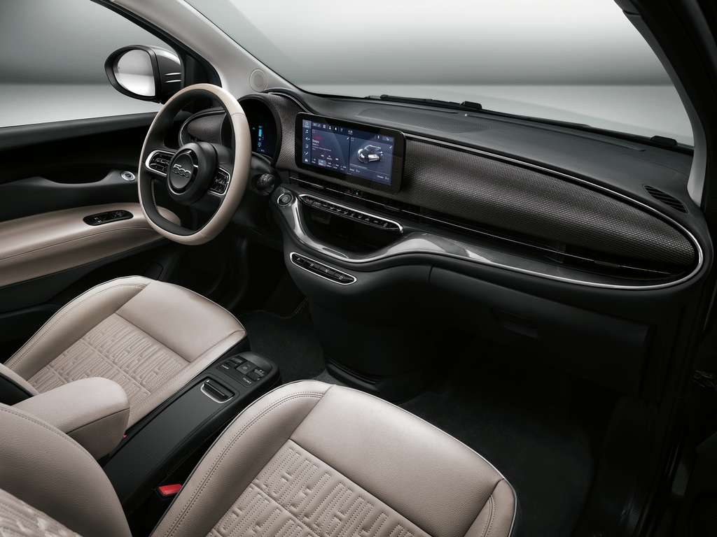 The interior of the Fiat 500e plays on a very trendy Zen and refined style.  © Fiat