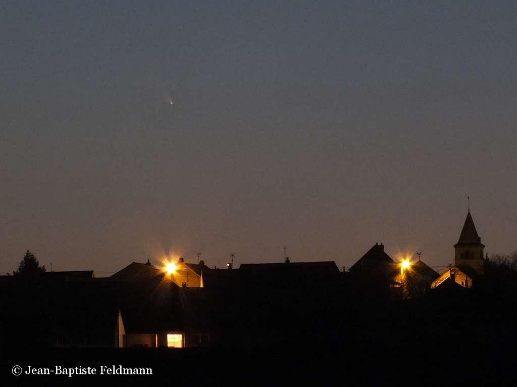 La comète Panstarrs saisie en Bourgogne le soir du 13 mars juste au-dessus de l'horizon ouest. © Jean-Baptiste Feldmann