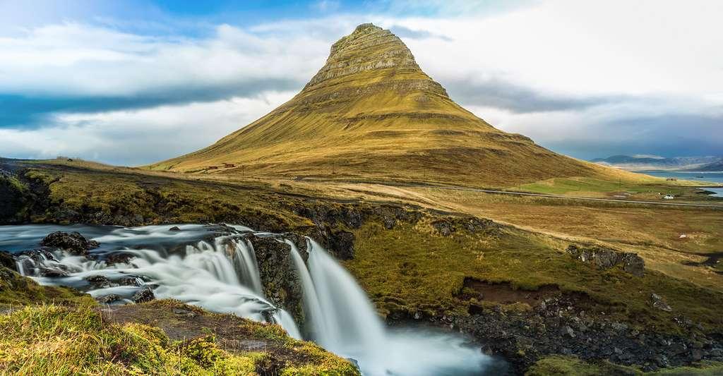 Le Mont Kirkjufell situé sur la péninsule de Snæfellsnes. © Claudio Sepúlveda Geoffroy, CC by-nc 2.0
