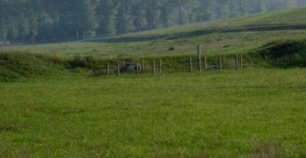 Les solutions « intermédiaires » à privilégier : retenues constituées de digues en terre renforcées. © O. Evrard