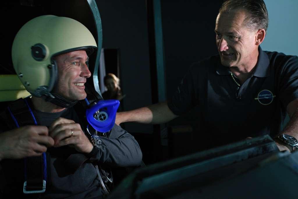 Bertrand Piccard et André Borschberg sont à l'origine du projet de l'avion Solar Impulse. Ils ont été photographiés ici dans le simulateur de vol, en mai 2008. © Solar Impulse, Stéphane Gros