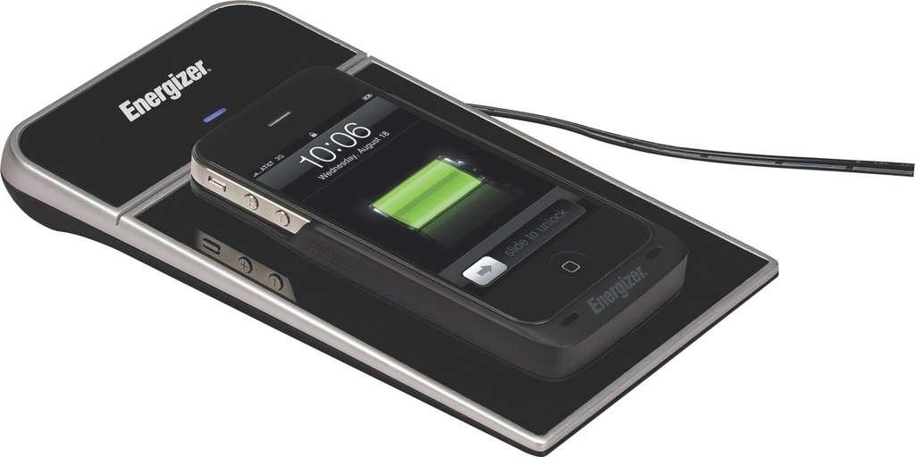 La technologie Qi a permis le développement des chargeurs sans fil. Ici, le chargeur à induction d'Energizer, à la norme Qi. © Energizer