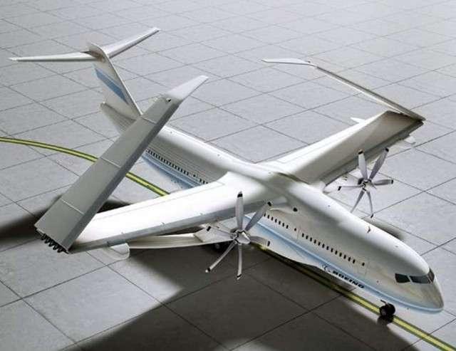 Les fines ailes du concept TTBW lui permettent d'augmenter le rendement en réduisant la force de la traînée à son minimum. Pour soutenir ces longues ailes, des bras de force ont été ajoutés. Avec leur envergure, il sera nécessaire de replier les ailes pour pouvoir manoeuvrer l'appareil sur le tarmac. © Boeing