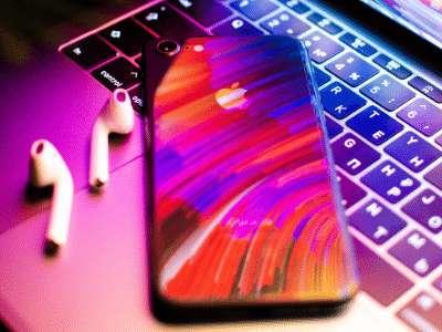 Des écouteurs sans fil AirPods au dernier iPhone en passant par les MacBook et Apple Watch, le Black Friday est idéal pour économiser sur les nouveautés de la marque à la pomme. © Unsplash