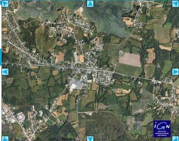 La commune de Belz, dans le Morbihan, vue du ciel (Crédits : Géoportail/IGN)