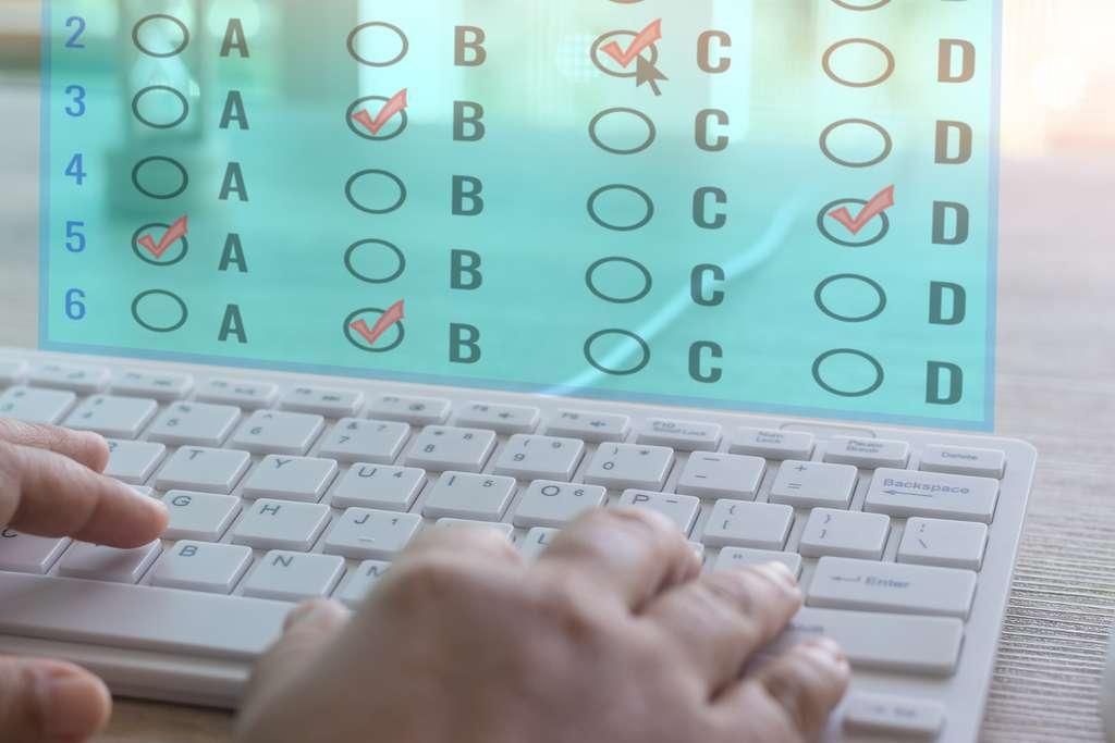 La digitalisation des épreuves passent par une série de QCM/QCU. © NuPenDekDee, Adobe Stock