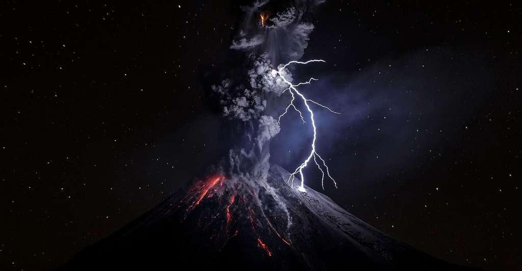 Éruption volcanique. © Efrendiazch, DP