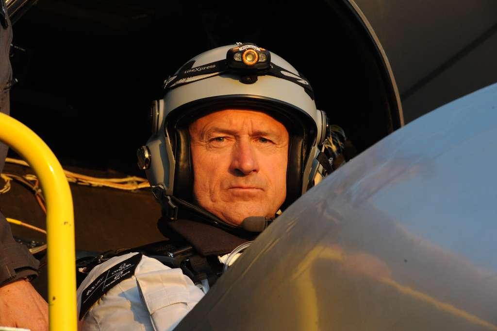 André Borschberg est pilote mais également ingénieur. On le voit ici lors du premier vol de nuit de Solar Impulse. © Solar Impulse, Jacques Henri Addor