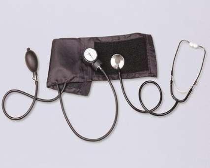 Tensiomètre utilisé par le médecin. © Wikimedia Commons, fichier provenant de l'administration des États-Unis. Domaine public