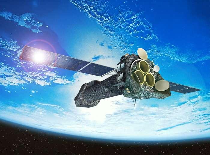XMM-Newton (XMM est l'abréviation de X-ray Multi-Mirror) est un observatoire spatial de l'Esa destiné à l'observation des rayons X. En orbite depuis 1999, il permet l'étude de la formation des étoiles, des amas de galaxies et des processus liés à la présence des trous noirs supermassifs au cœur des galaxies dans le domaine des rayons X à basses énergies. © Esa