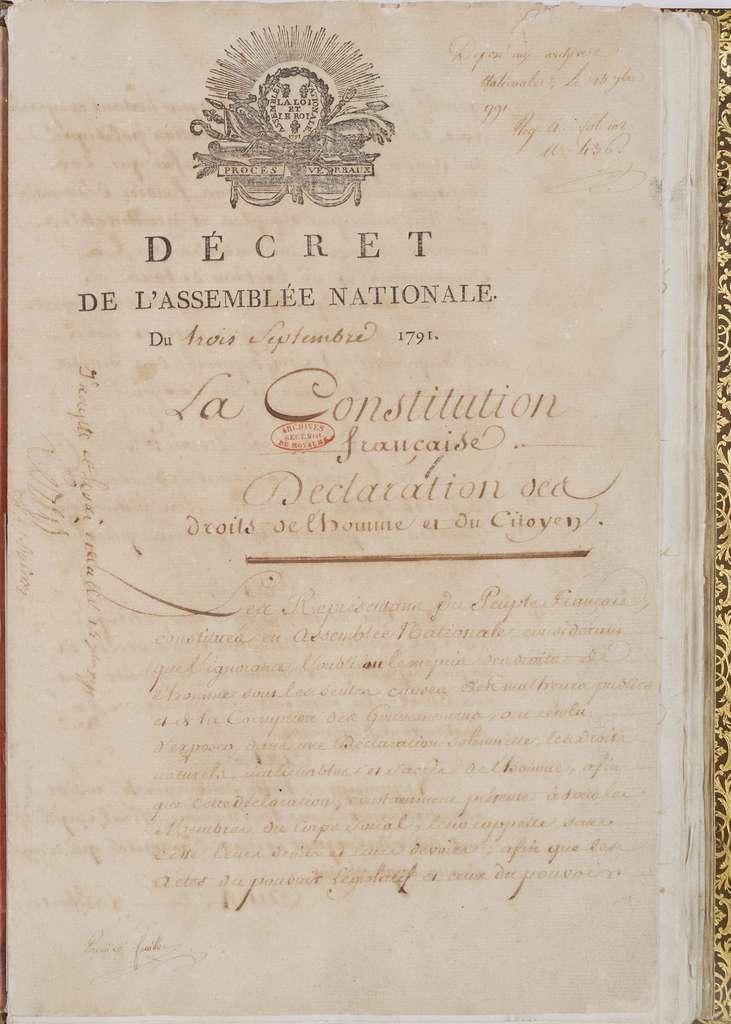 Première page de la Constitution française du 3 septembre 1791 avec la Déclaration des droits de l'Homme et du citoyen en préambule. Cote AE/I/10/1 aux Archives Nationales. © Archives Nationales de France