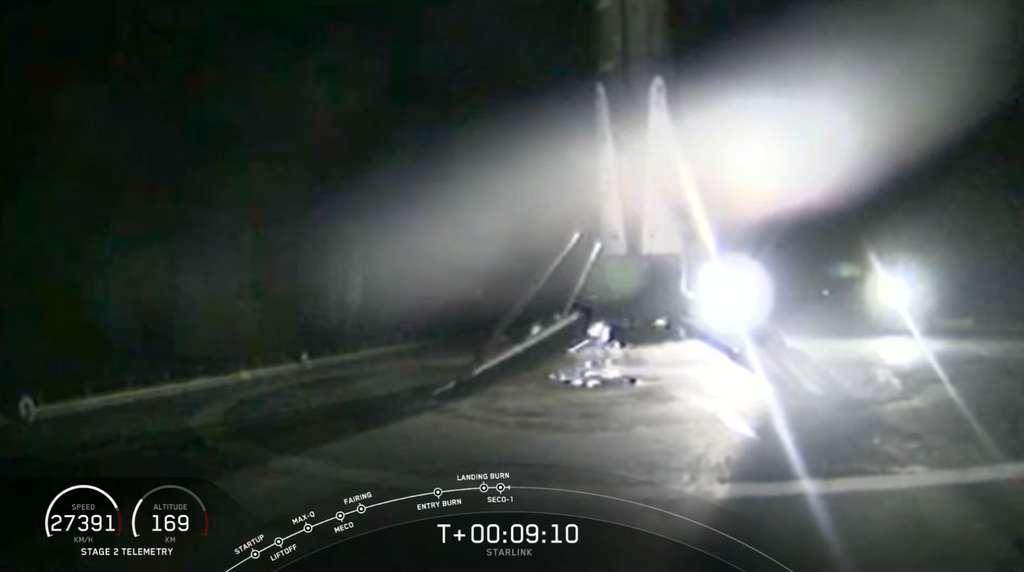 Le premier étage du Falcon 9 de retour sur la barge de récupération de SpaceX au large de la Floride. © SpaceX