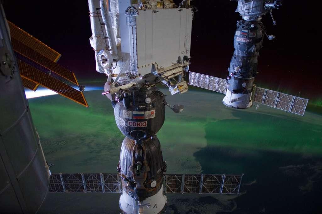 Le cargo Progress amarré à la Station a finalement réussi à corriger la trajectoire de l'ISS. © Nasa