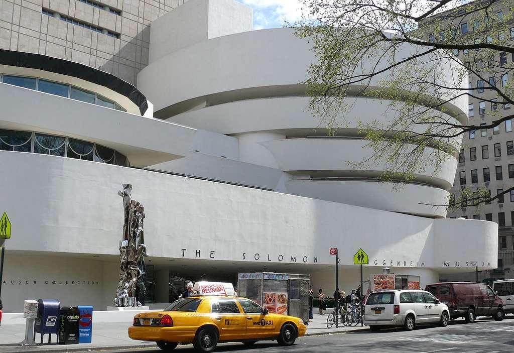 Vu de l'extérieur, le musée Guggenheim de New York, construit entre 1943 et 1958, ressemble à une grande spirale. © Ad Meskens, CC by-nc 3.0