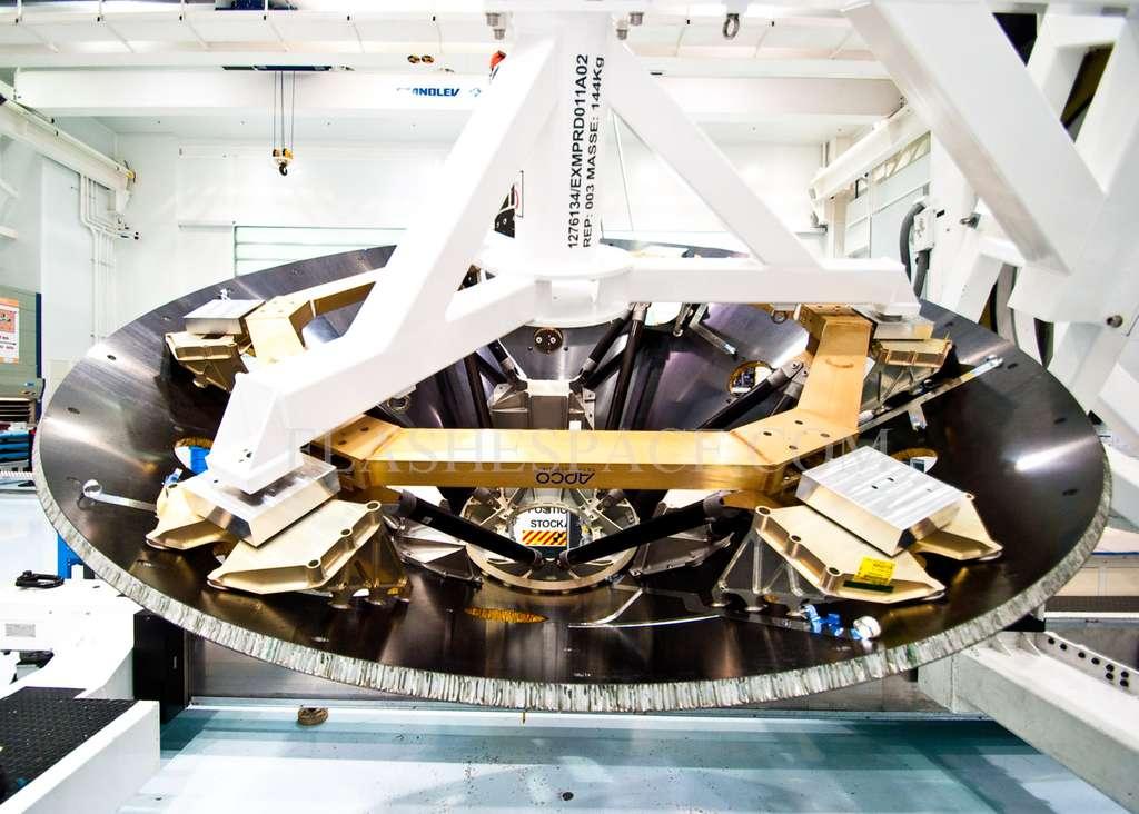 La construction de la mission ExoMars 2016 a débuté dans l'usine cannoise de Thales Alenia Space. À l'image, le cône arrière du bouclier thermique. © R. Decourt/Futura-Sciences