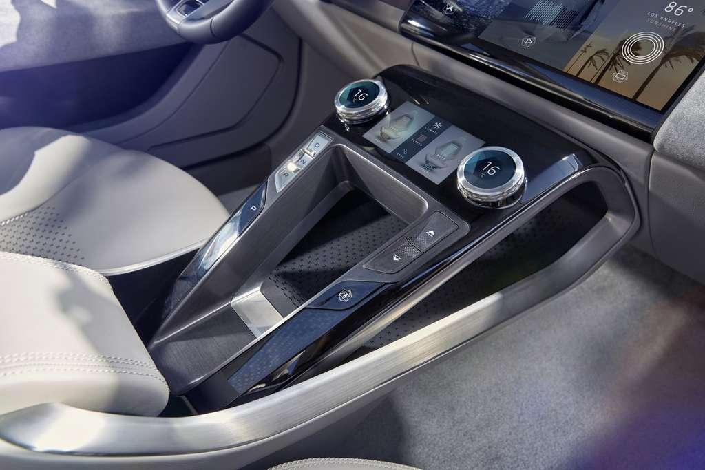 Le tableau de bord de l'I-Pace incorpore deux écrans tactiles. © Jaguar