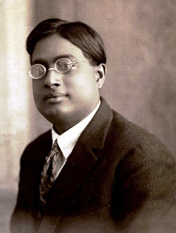 Une photo de Satyandra Nath Bose vers 1925. Ses travaux vont conduire Einstein à découvrir le phénomène quantique appelé depuis condensation de Bose-Einstein. © DP-Wikipédia