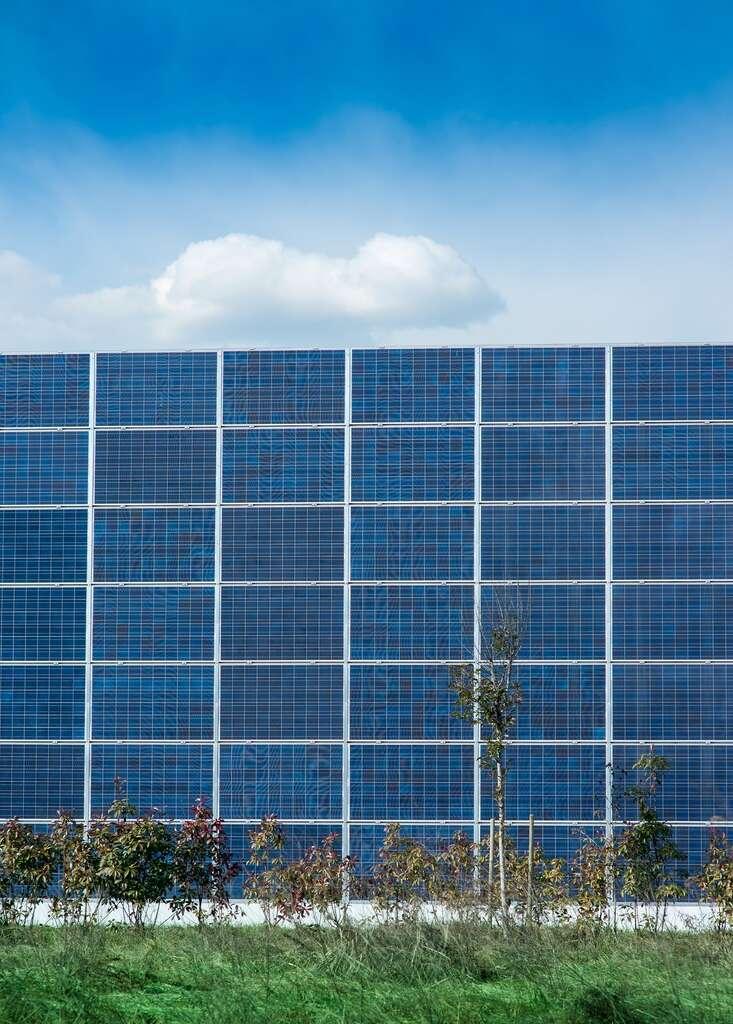 Des panneaux photovoltaïques en façade : une entreprise propose une solution esthétique et personnalisable. © Marco Mayer, Fotolia