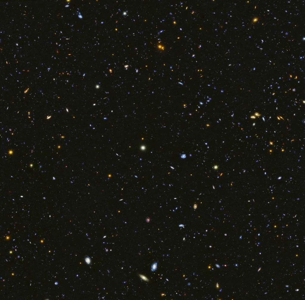 Autre image composite du projet HDUV (Hubble Deep UV). Cette fois, en direction de la constellation australe du Fourneau. Vous contemplez aussi quelque 15.000 galaxies jusqu'aux confins de l'univers. Téléchargez l'image en très haute résolution ici (attention : 47,8 Mb). © Nasa, ESA, P. Oesch (University of Geneva), M. Montes (University of New South Wales)