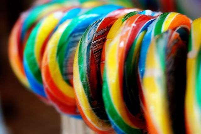 Terminer une sucette sans la croquer peut prendre beaucoup de temps. © Beth, flickr, cc by 2.0