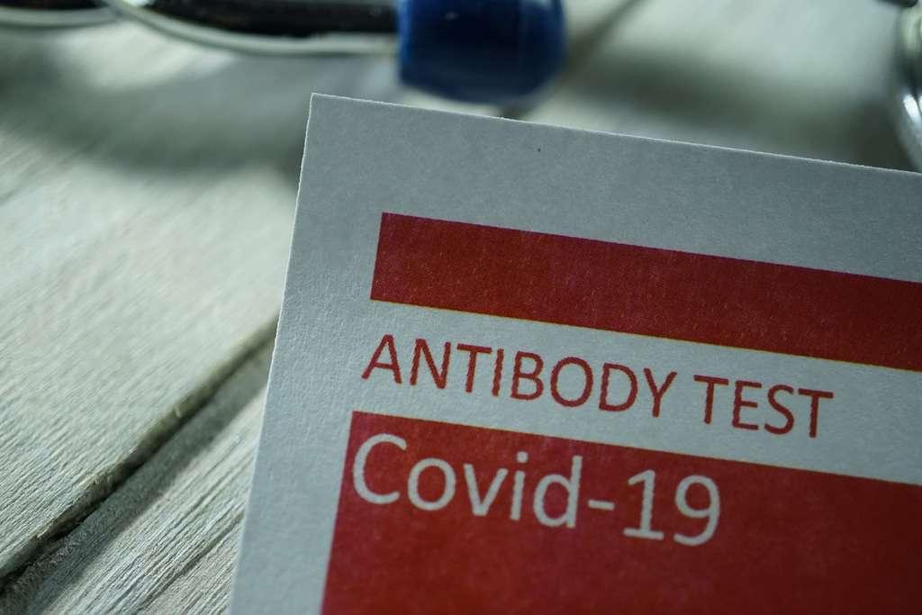 Les personnes asymptomatiques sont plus susceptibles de perdre rapidement leurs anticorps que celles ayant ressenti des symptômes du nouveau coronavirus. © Kameleon007, IStock.com