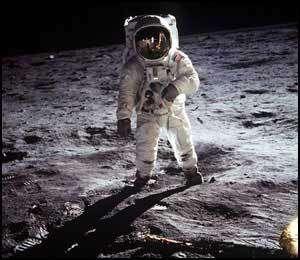 Une des plus célèbres photo de la conquête spatiale : Buzz Aldrin sur la Lune, photographié par Neil Armstrong. © Photo Nasa - (en poster dans ESPACE Magazine n°7)