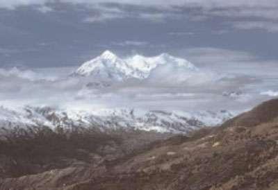 Vue sur la montagne Illimani depuis le bas de La Paz. ©IRD/Denis Wirrmann
