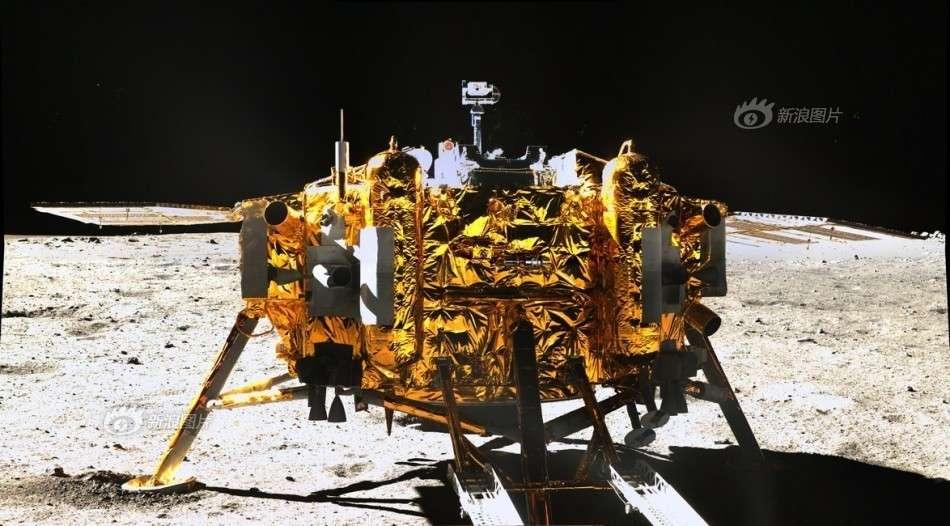 En haut, l'atterrisseur Chang'e 3 photographié par le rover Yutu le 15 décembre à 12 h 44 TU. En bas, vue panoramique à 360° autour de Chang'e 3, capturée le 17 et 18 décembre 2013. © Photo du haut : Chinese Academy of Sciences ; photo du bas : Chinese Academy of Sciences, Phil Stooke