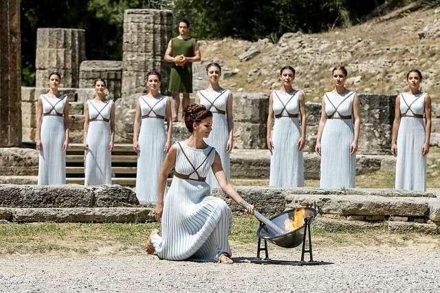 La cérémonie d'allumage de la flamme, à Olympie, rappelle la tradition grecque des Jeux olympiques. © Stocksnap, Pixabay