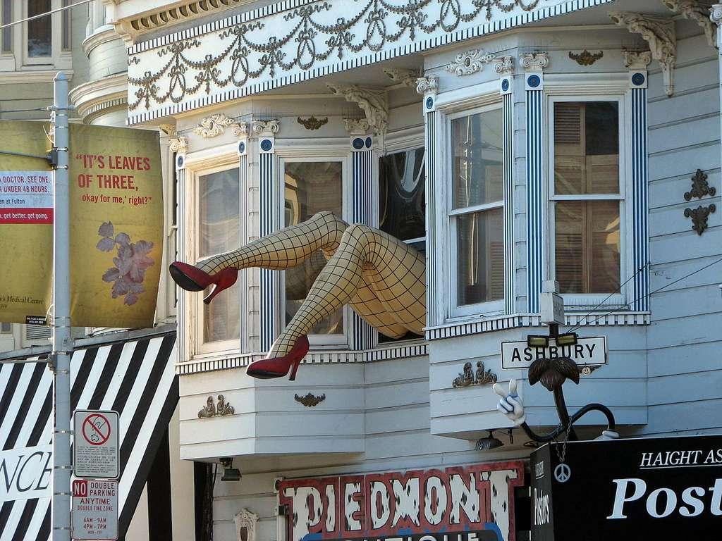 Le quartier d'Haight-Ashbury de San Francisco, en Californie, a été le pôle du mouvement hippie des années 1960. Photographie prise à Haight Street. © Bernard Gagnon, CC by-sa 3.0
