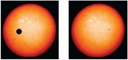 Comment verrait-on notre système solaire depuis une autre étoile ? Voici la simulation du passage de Jupiter (à gauche) et de la Terre (à droite) devant le Soleil. Les diamètres respectifs des deux planète et de notre étoile sont respectés et donnent une idée de la très faible baisse de luminosité appararente que leur transit devant le Soleil produirait pour un observateur éloigné. Crédit Nasa