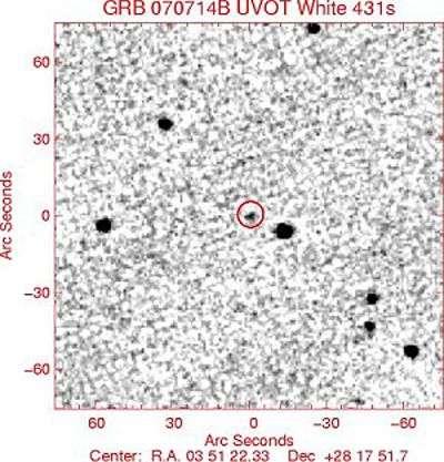 GRB 070714B vu en ultraviolet, juste après l'éclat de rayons gamma. Crédit Swift/UVOT Science Team/Nasa