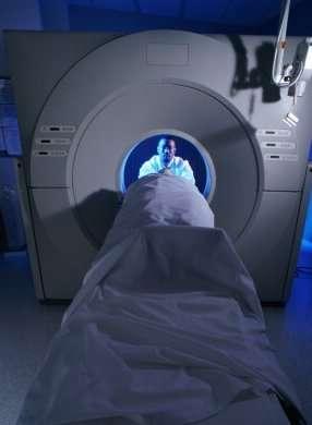 Patient en IRM. Crédits : http://www.cap-senior.com