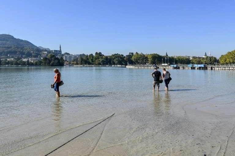 Le très bas niveau en eau du lac d'Annecy après la canicule de l'été, le 28 septembre 2018. © Jean-Pierre Clatot, AFP