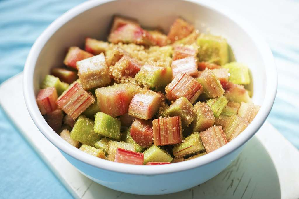 La rhubarbe est à faire dégorger dans du sucre pour atténuer son acidité. © Bart, Adobe Stock