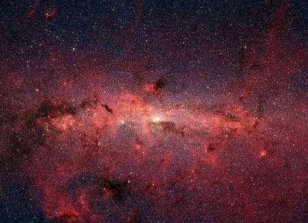 Cœur de la voie lactée vu en infra-rouge par le téléscope spatial Spitzer de la NASA. Dans cette zone des centaines de milliers d'étoiles gravitent autour du centre galactique. En lumière visible, cette région n'est pas visible car elle est cachée par une grande quantité de poussière interstellaire. Credit: NASA/JPL-Caltech/S. Stolovy (SSC/Caltech)