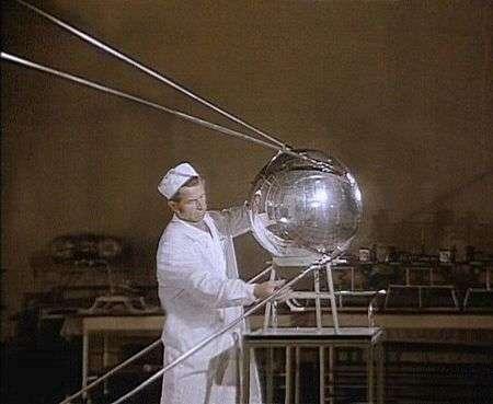 Spoutnik 1 en préparation. Crédit Archives Nasa