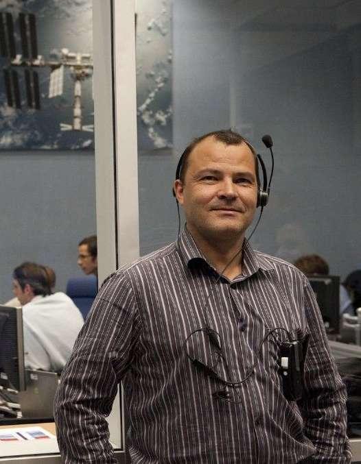 Martial Vanhove, chef des opérations ATV, à pied d'œuvre dans la salle de contrôle du Cnes de Toulouse. © Cnes/Girard, 2010