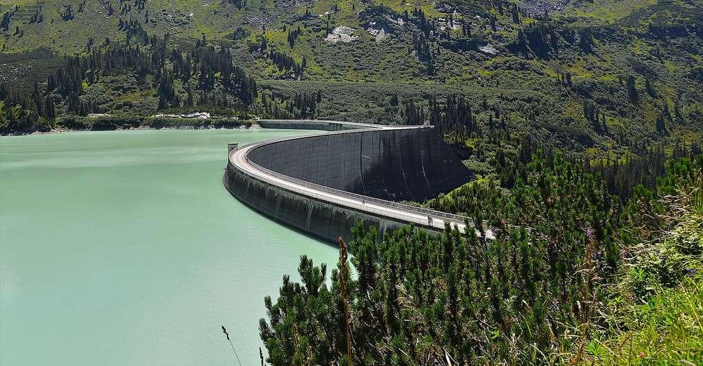 Les barrages permettent de produire de l'électricité à partir de la force de l'eau. © HOerwin56, Pixabay, CC0 Creative Commons