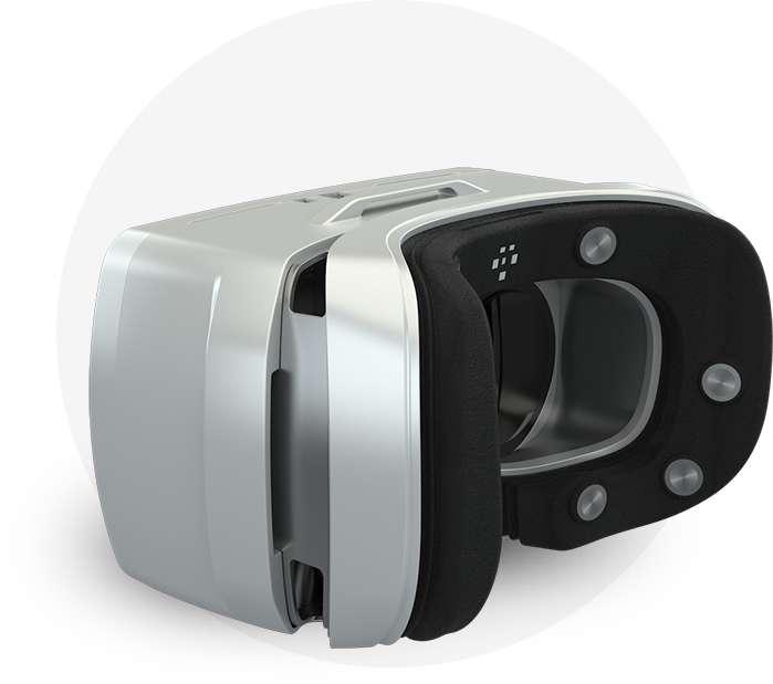 Dans le Mask, développé par MindMaze, des électrodes intégrées dans la mousse du casque de réalité virtuelle viennent se plaquer contre le visage. Ces capteurs détectent l'activité électrique liée aux mouvements des muscles faciaux. Un logiciel se charge de retranscrire les émotions sur l'avatar de la personne qui s'exprime. © MindMaze
