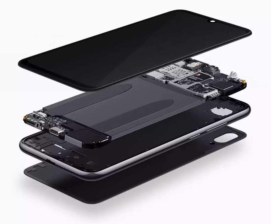 Sous l'écran de 6,3 pouces, un arsenal généralement réservé à la gamme de smartphone supérieure. Difficile de faire mieux en terme de caractéristiques pour ce tarif. © Redmi