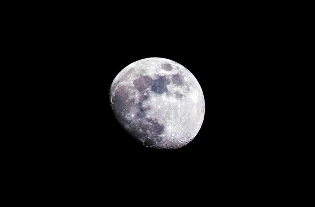 Sans être extrêmement complexe, une photo de la Lune demande quelques bases techniques. © Romain Roch